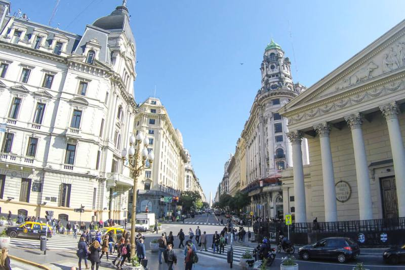 Plaza de Mayo – Catedral e obelisco ao fundo