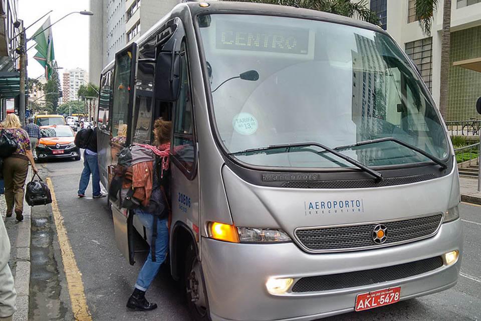 Como pegar ônibus no aeroporto de Curitiba