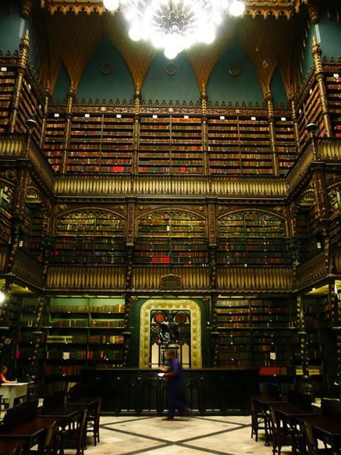 Imperdível no Rio de Janeiro Real Gabinete Português de Leitura: uma das bibliotecas mais bonitas do mundo