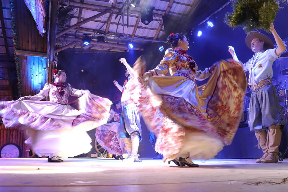Onde comer em Gramado e Canela? Churrascaria com dança típica