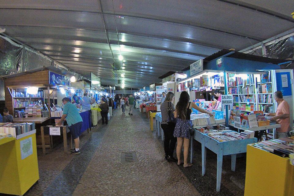 Centro Histórico de Porto Alegre e a tradicional feira do livro