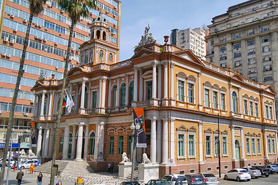 centro histórico com o City tour de Porto Alegre com a Linha Turismo