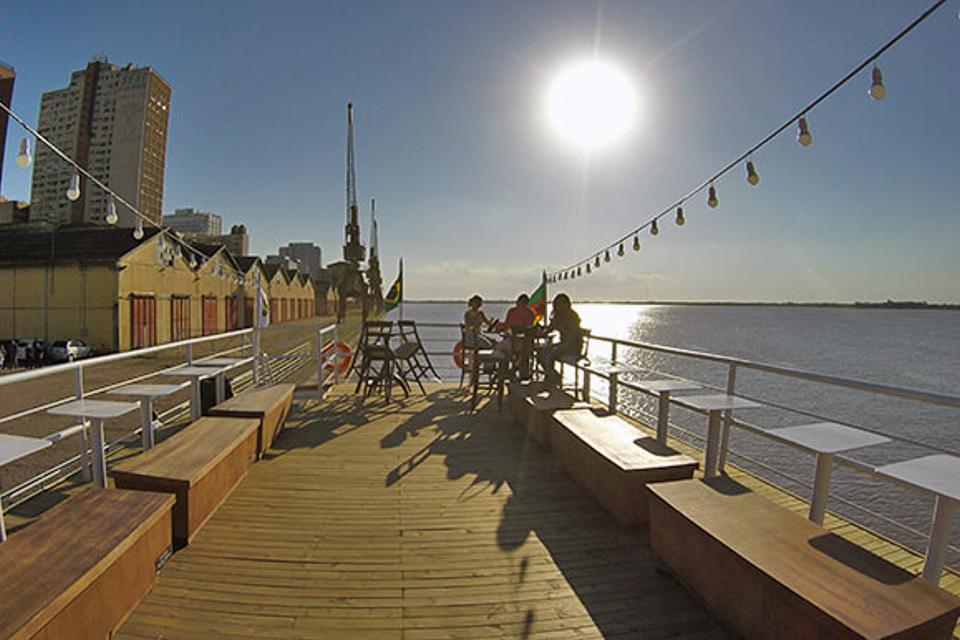 Happy Hour em Porto Alegre no barco Cisne Branco