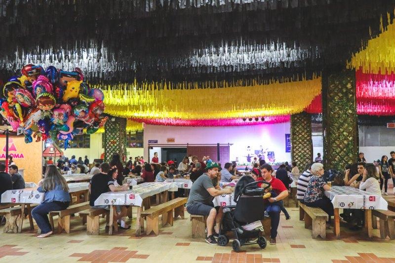 Pavilhão Biergarten na Fenarreco opções de pratos típicos