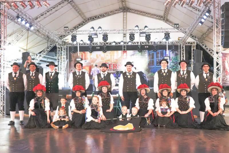 Grupos de dança da cidade e regiam se apresentam na Fenarreco