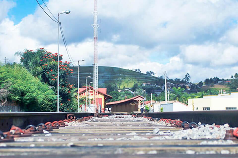 Pontilhão pertinho da estação de trem de Guararema