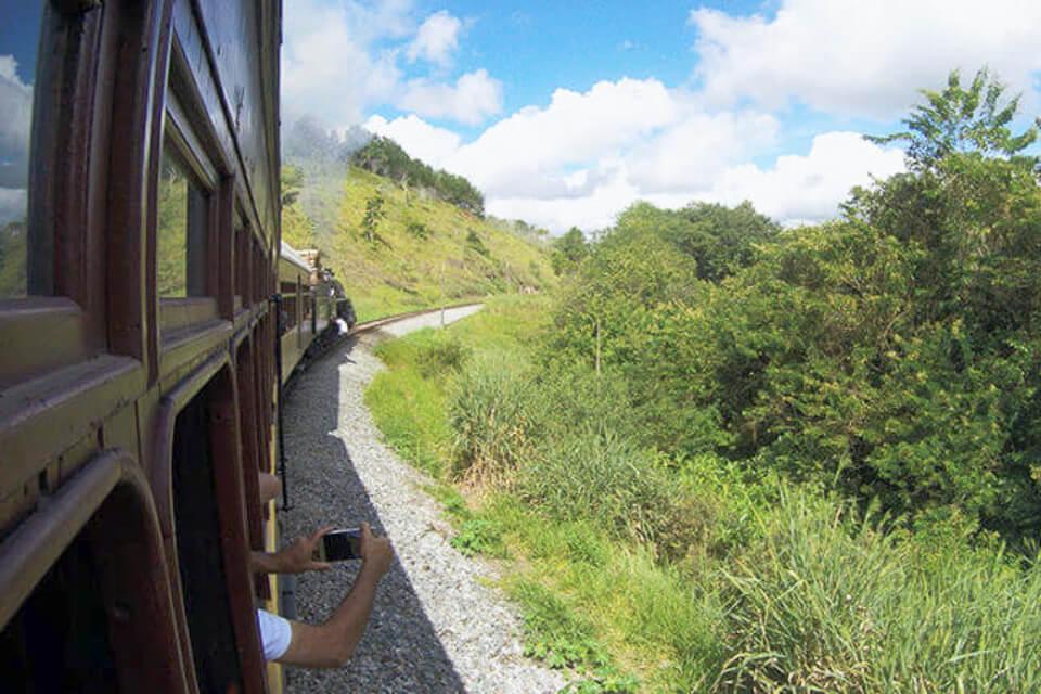 Bate e Volta de Sampa para Guararema com passeio de trem