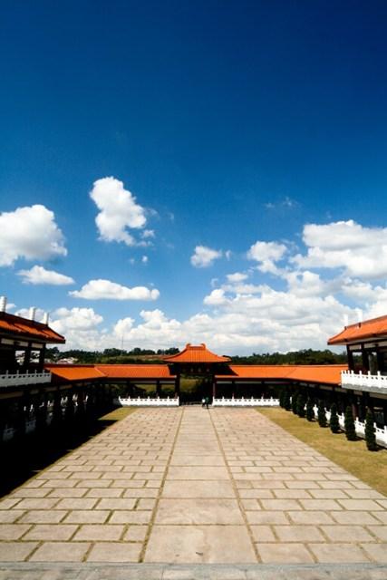 Maior templo budista da América fica em São Paulo