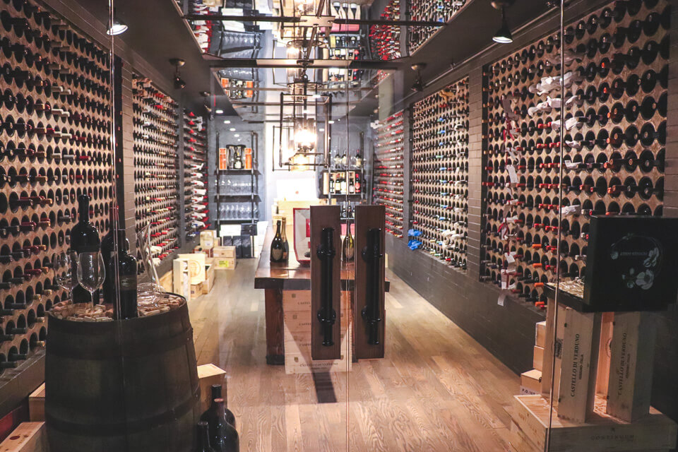 Compras em Toronto? Na Casa Loma você pode comprar vinho