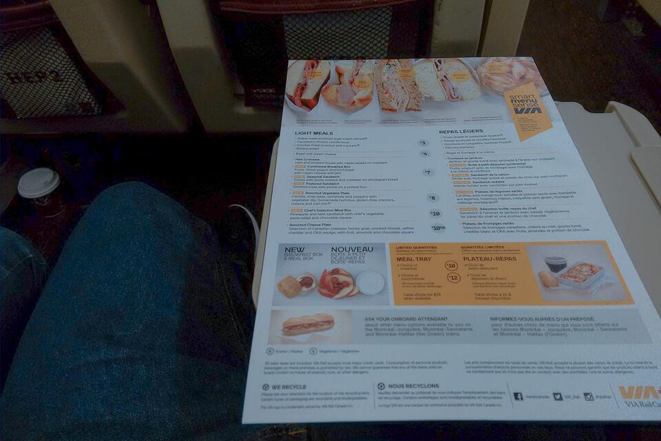Cardápio para comprar refeições na classe econômica do trem de Montreal para Quebec