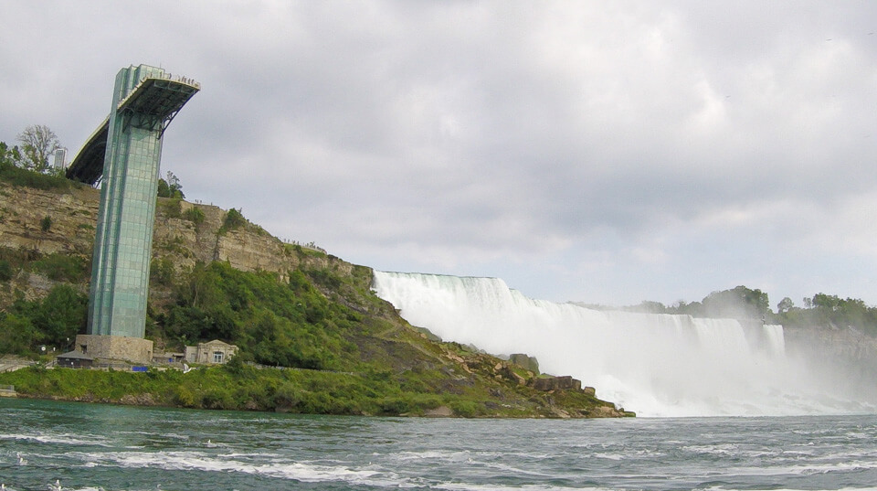 Passeio de barco Hornblower Niagara Cuises lado americano