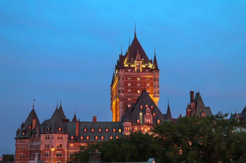 Chateau Frontenec de Quebec ilumindado, Canada