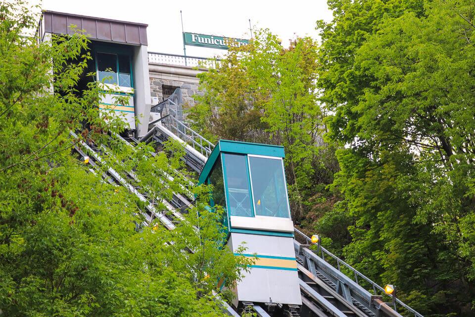 A descida do funicular para a Petit-Champlain District é uma atração à parte