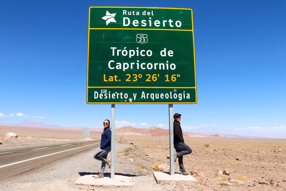 Placa do Trópico de Capricórnio no deserto do Atacama