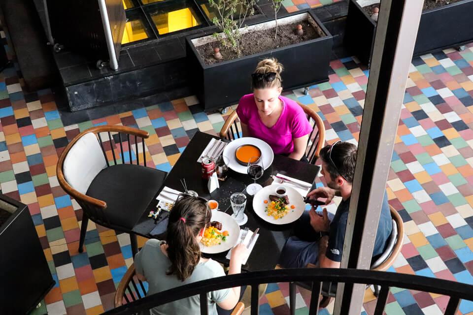 Hotel com restaurante e bar em Santiago do Chile, Luciano K