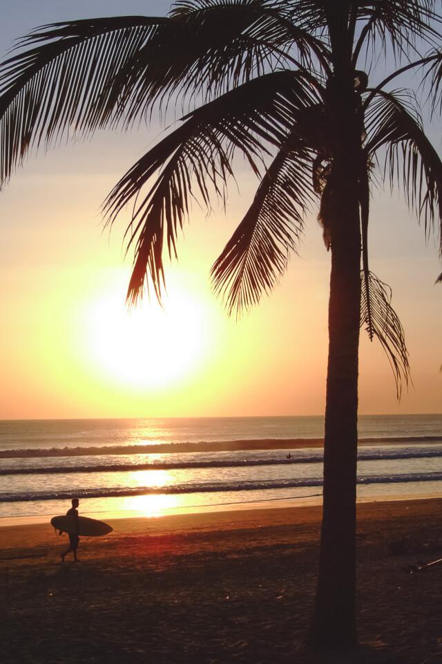 Pôr do sol na praia de Kuta, Bali