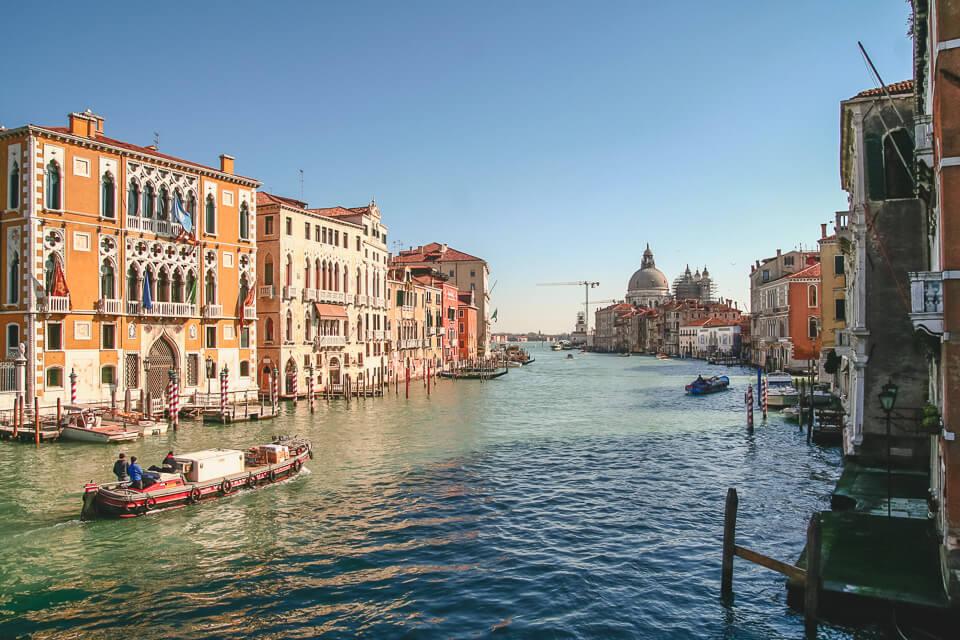 Como se deslocar dentro de Veneza Taxi aquático