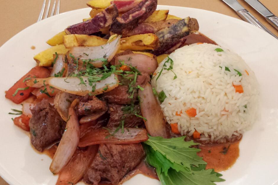 O que comer em Lima - Lomo Saltado