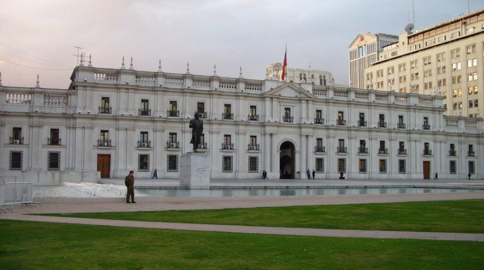 Roteiro a pé no centro histórico de Santiago - Palácio de la Moneda