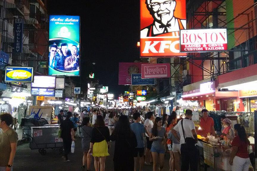 Khao San Road a rua mais famosa da Tailandia fica em Bangkok