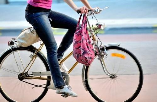 Andar-en-bici-500x325 Ir para o trabalho de bicicleta reduz o estresse ocupacional