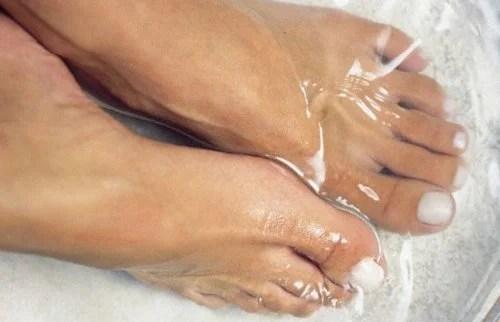 Para que serve pôr os pés na água fria?