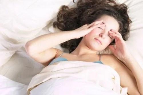 acordar_dor_de_cabeca Como tratar a sonolência diurna com 5 remédios naturais
