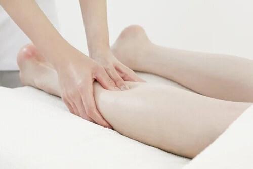 As marcas na pele podem indicar que você está retendo líquidos
