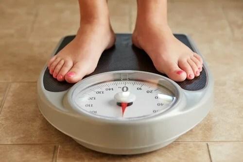 O ganho de peso pode indicar que você está retendo líquidos