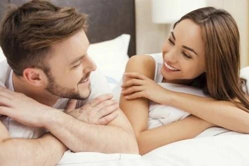 Casal conversando sobre sexo