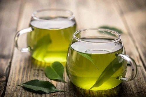 Chá verde ajuda a tratar a sudoração excessiva