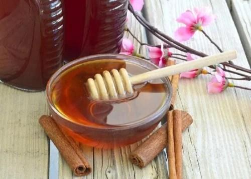 Remédio natural de mel e canela