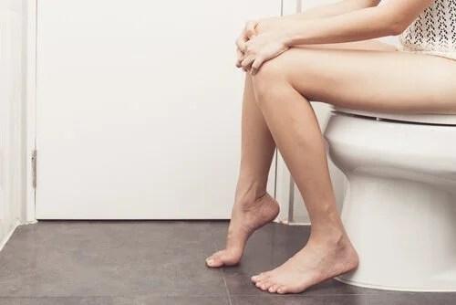 Mulher no banheiro