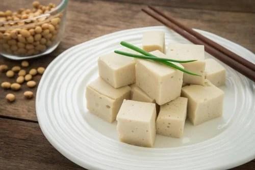Tofu em cubos