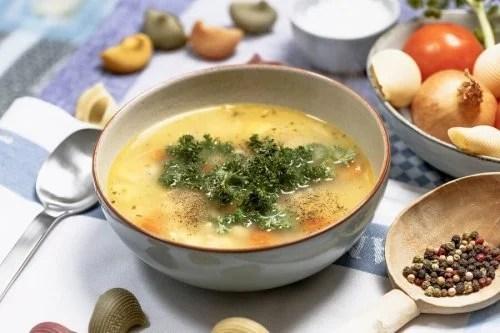 Prepare sopas orientais com pimenta e verduras