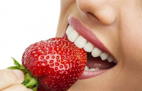 Morangos ajudam a eliminar a placa dental