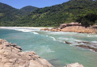 Com cachoeira que 'engole' visitantes, Trindade encanta por sua natureza