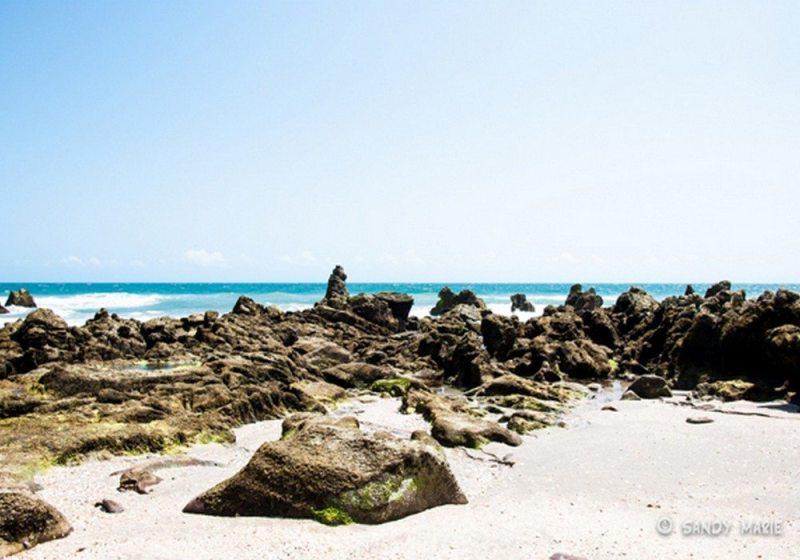 Águas Cristalinas, Pedras Esculturais e Dunas Em Um Paraíso Só
