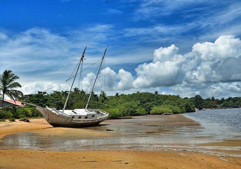 Barco Encalhado Em Caraíva