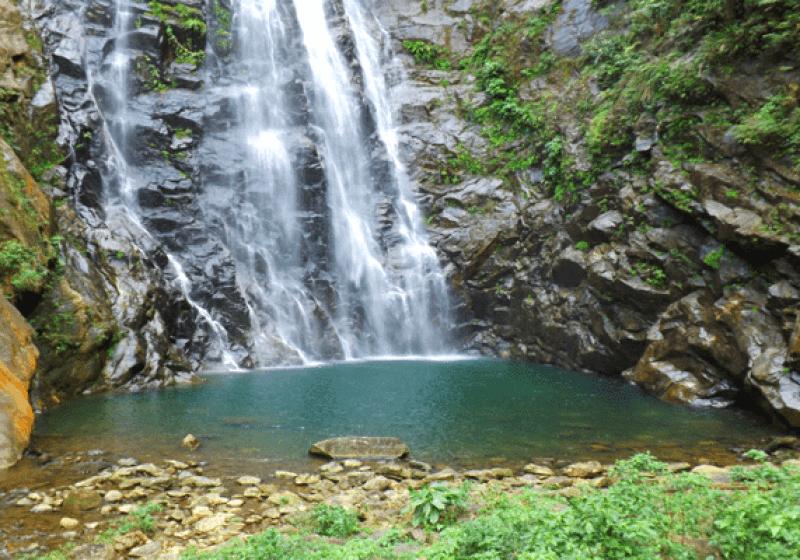 Cachoeiras com águas cristalinas