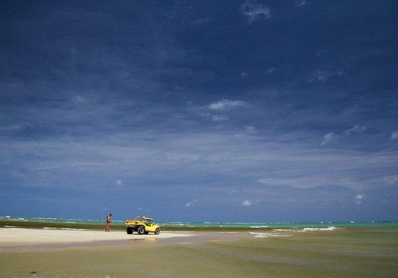 Passeio de bugue em Maragogi é experiência única do litoral de Alagoas