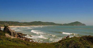 Praia Do Rosa – Dunas, Lagoas E Tradição Açoriana