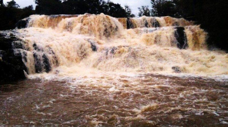 Cachoeira Em Campo Alegre