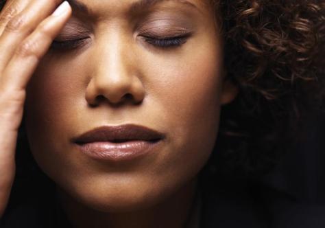 AVC, uma mulher com dor de cabeça deve sempre consultar um médico