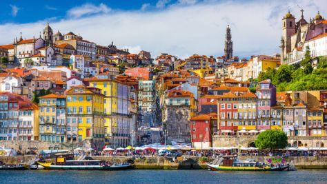 Magnífica ribeira do Porto de dia