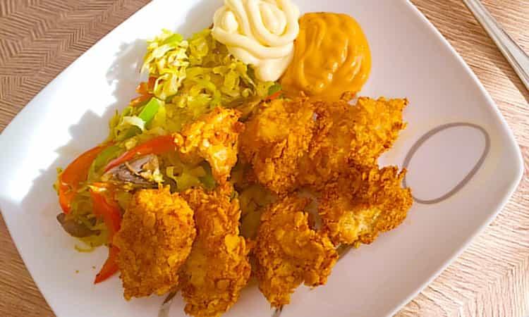 Krokante kipfilet stukjes met cornflakes