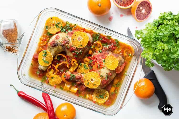 kippenpoten met sinaasappel, tomaat en rode peper-1