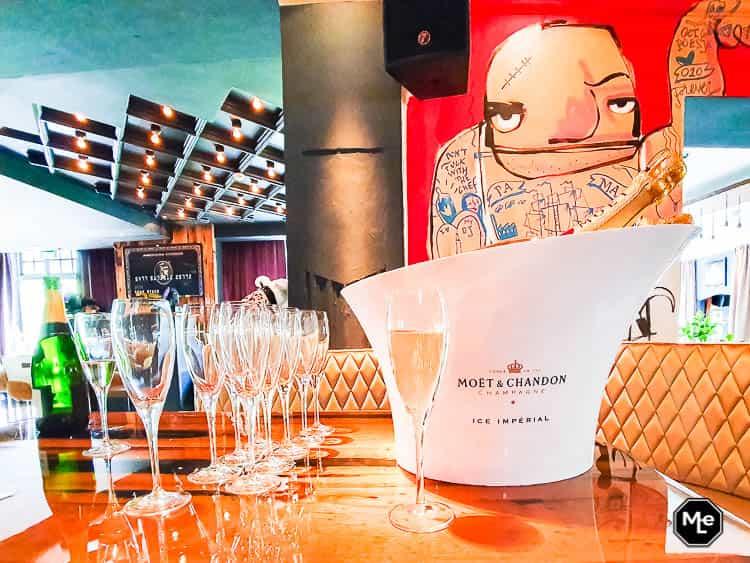 Champagne ter ere van de opening @The Harbour Club Rotterdam