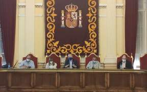 Mesa redonda salón dorado de Melilla