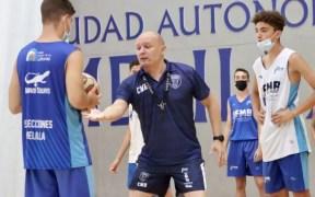 El técnico Arturo Álvarez